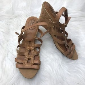 Clarks Nude / Tan Wedged Sandals 8 M